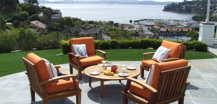 Havestole på terrasse